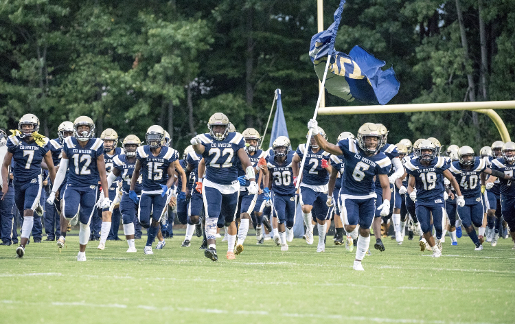 The+Hylton+football+players+on+the+field.