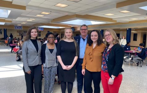 CISL Student Committee Officers alongside CISL Coordinator Betsy Campagna and PWCS Superintendent Steve Walts